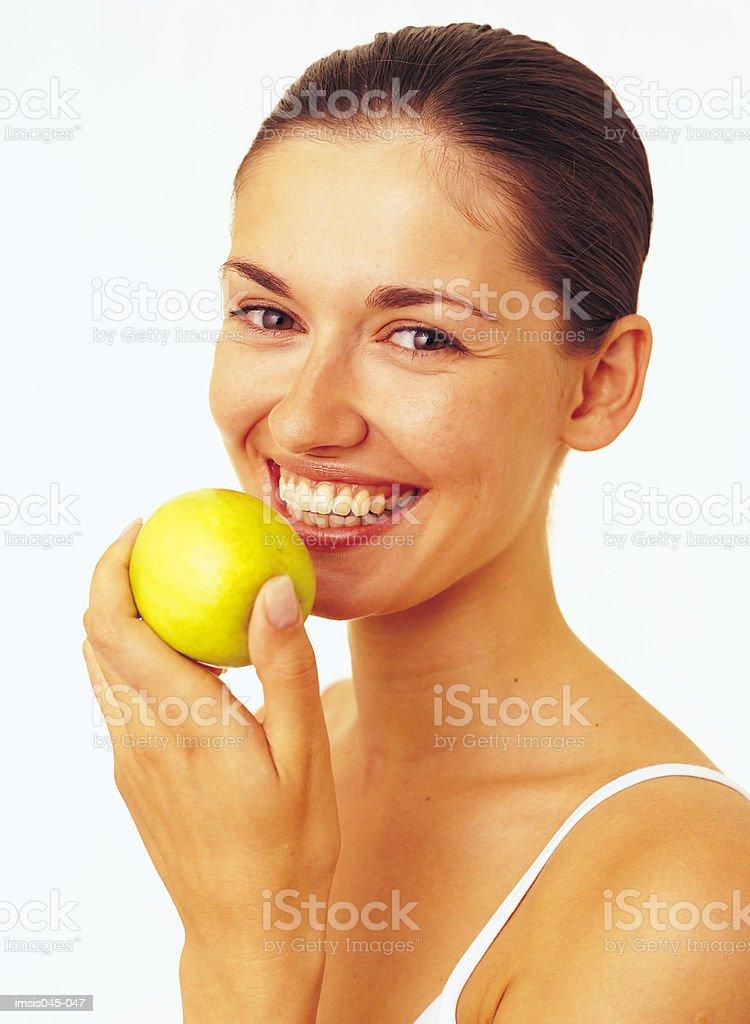 Mujer comiendo manzana foto de stock libre de derechos