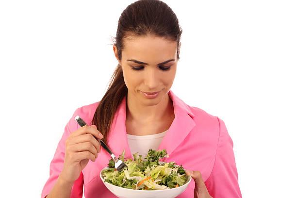 Frau Essen Salat Isoliert – Foto