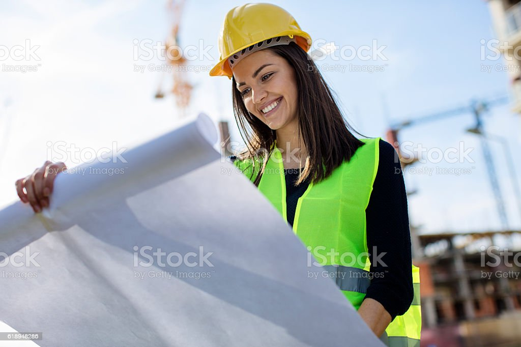 Woman engineer looking at blueprints – Foto