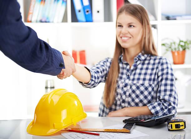 Woman engineer working in office – Foto
