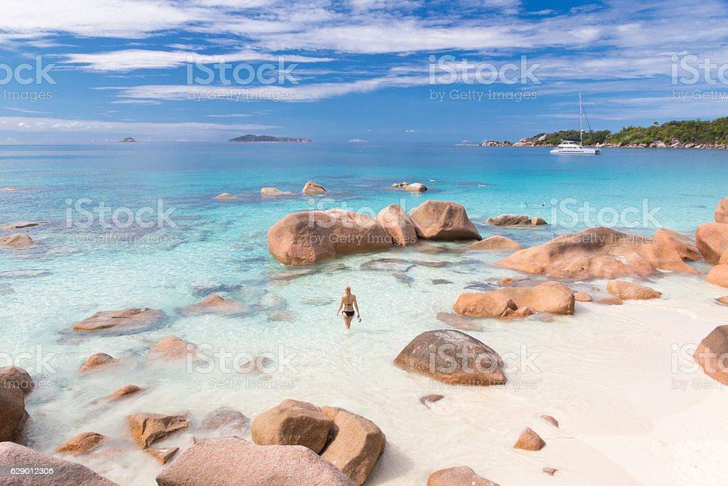 Woman enjoying Anse Lazio picture perfect beach on Praslin Island - Lizenzfrei Anse Lazio Stock-Foto