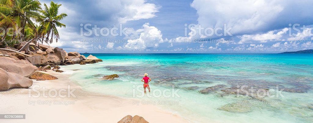 Woman enjoying Anse Patates picture perfect beach on La Digue Lizenzfreies stock-foto