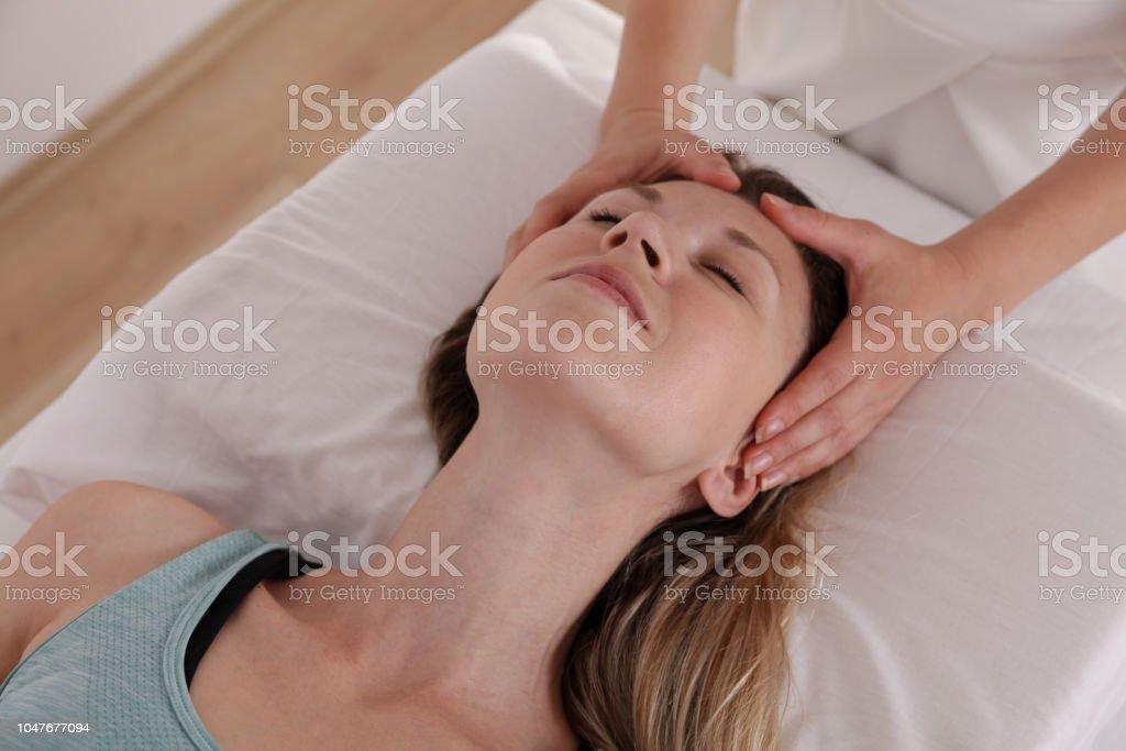 Woman enjoying head massage. Acupressure, reiki healing treatment. Relaxation and Alternative medicine concept – zdjęcie