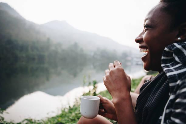 woman enjoying morning coffee with nature - занятия на открытом воздухе стоковые фото и изображения