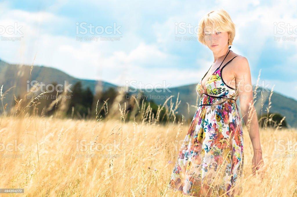Frau genießen die Natur. Lizenzfreies stock-foto