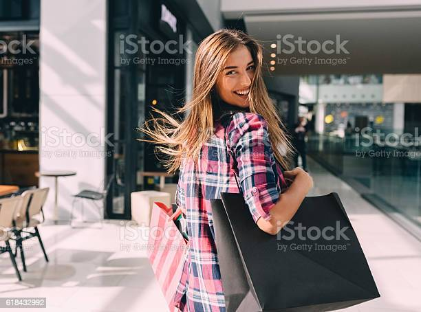 Woman enjoying the weekend in the shopping mall picture id618432992?b=1&k=6&m=618432992&s=612x612&h=ovnutwsogogssr3r3 yvz8qkuxy3icdhsqziejl7skc=