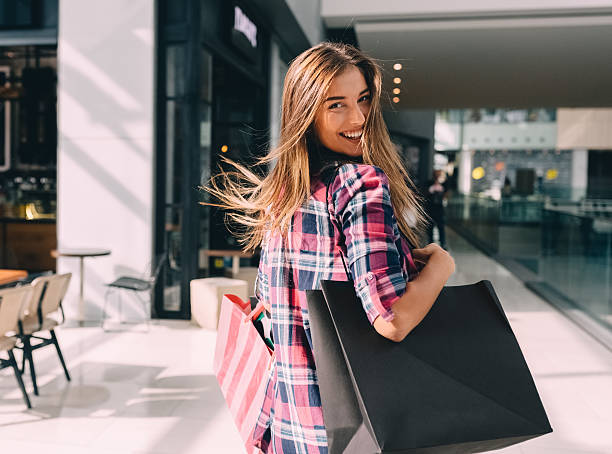 woman enjoying the weekend in the shopping mall - shopping stock photos and pictures