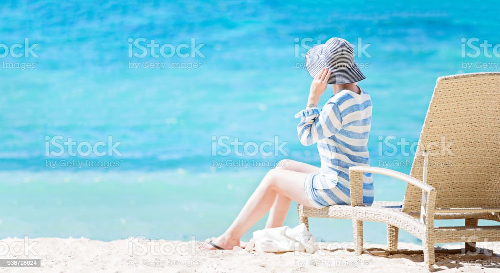 Mulher desfrutando férias - foto de acervo