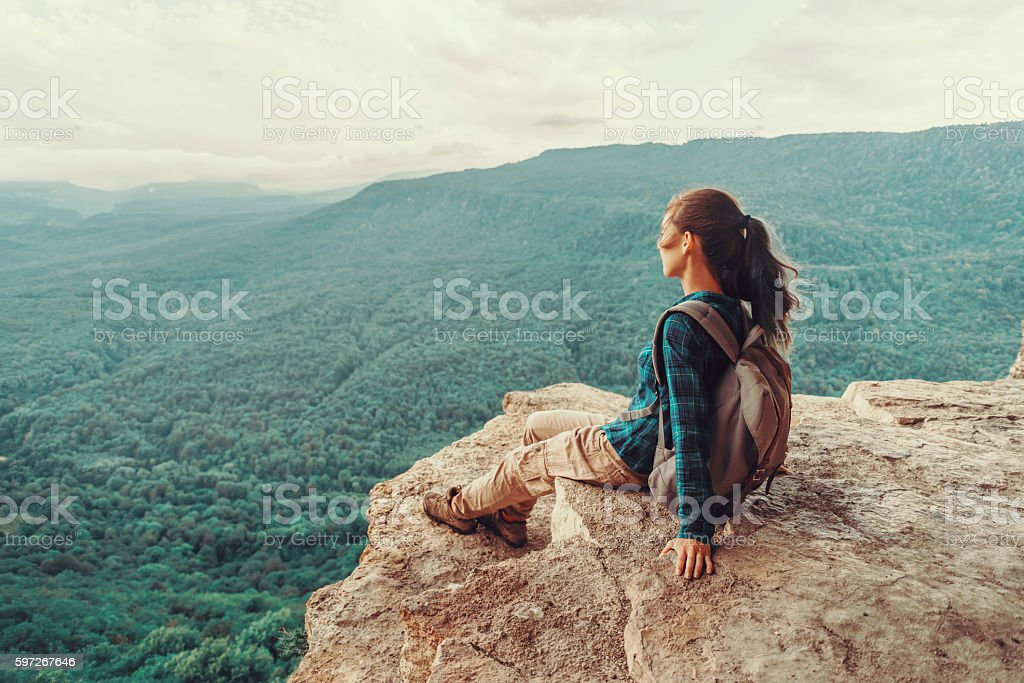 Woman enjoying view of mountains Lizenzfreies stock-foto