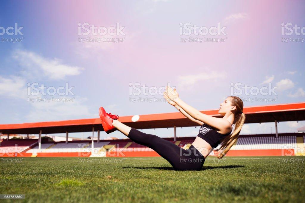 Stadyumda egzersiz bir kadın royalty-free stock photo