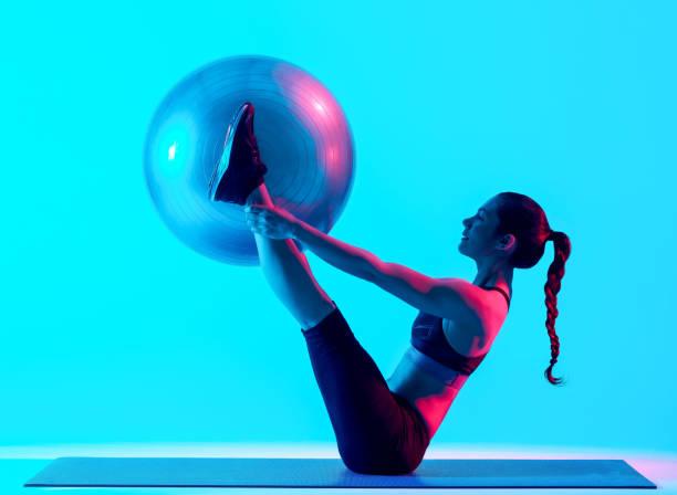 Frau trainiert Fitness-Pilates trainieren isoliert – Foto