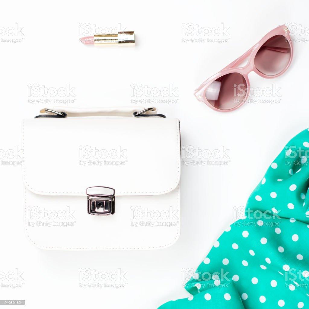 Witte Portemonnee.Vrouw Mode Accessoires Plat Leggen Witte Portemonnee Roze Zonnebril
