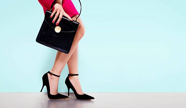 woman fashion.black purse hand bag with high heels shoes. - leder handtaschen damen stock-fotos und bilder