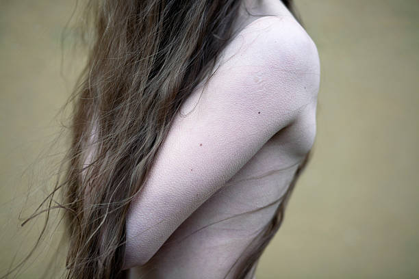 woman feeling cold A photo of a feminine torso which perfectly shows her skin with goose bumps. goosebumps stock pictures, royalty-free photos & images