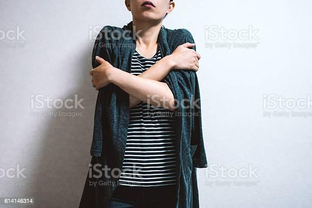 Woman feeling cold picture id614146314?b=1&k=6&m=614146314&s=612x612&h=nzutsjkpgfctcjl6ag1jy5qjjxtlcrmleqqourgezug=