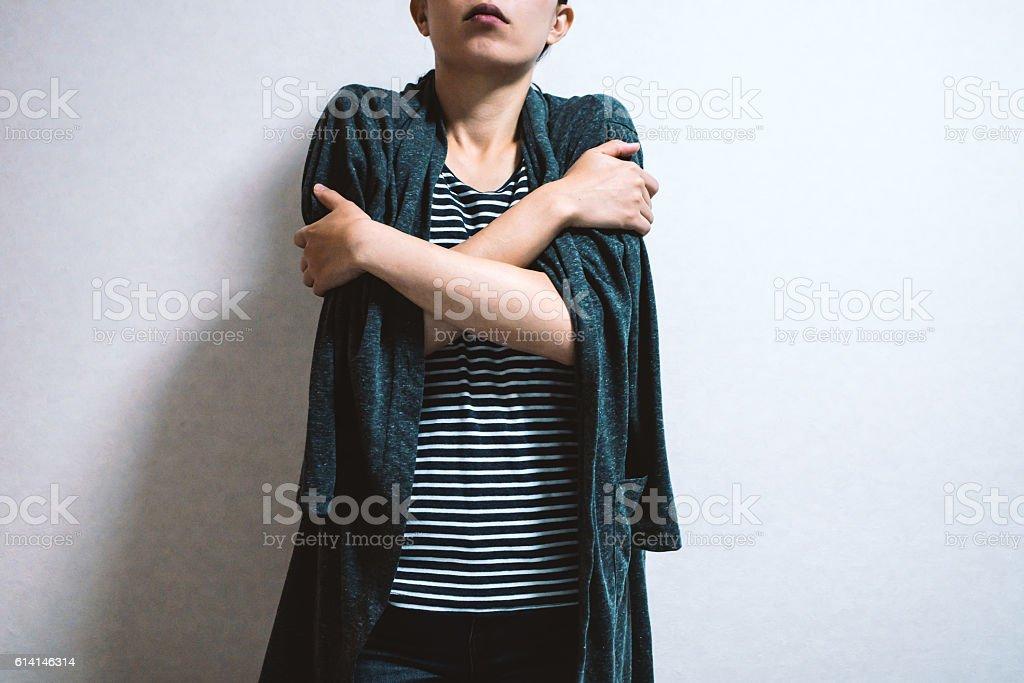 Mujer sensación de frío - foto de stock