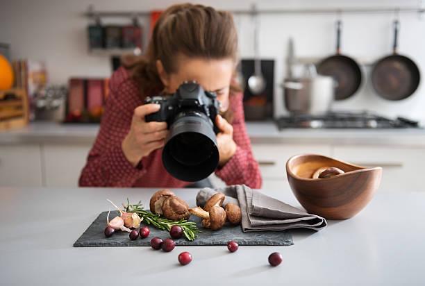 Woman food photographer taking closeup of mushrooms picture id487542470?b=1&k=6&m=487542470&s=612x612&w=0&h=kgvhpf3zmzs1mrhpd3bjwd1hkezc6dnvifwlbzeacrk=