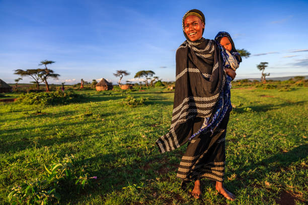 woman from borana tribe holding her baby, ethiopia, africa - african culture stock photos and pictures