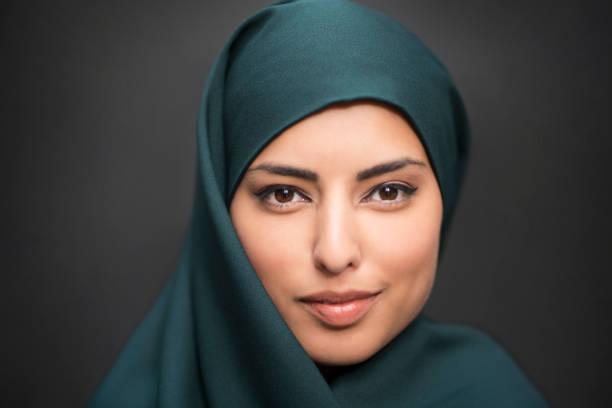 frau aus dem osten - ägyptisches make up stock-fotos und bilder