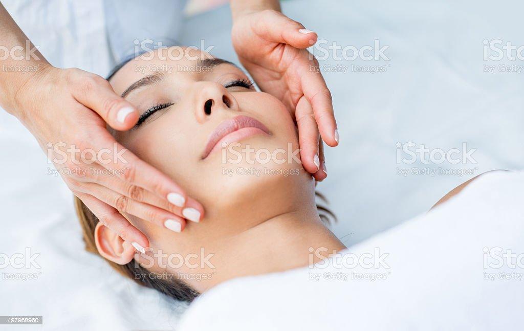 Woman getting a facial at the spa ロイヤリティフリーストックフォト