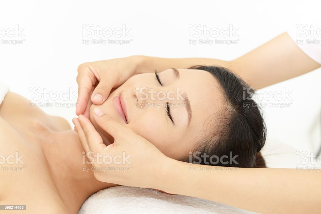 Woman getting a facial massage foto royalty-free