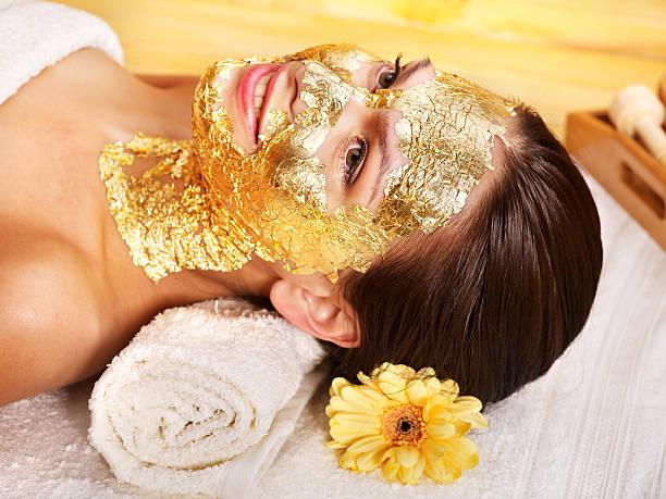 Frau immer Gesichtsmaske. – Foto