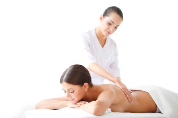 Frau bekommt Massage – Foto