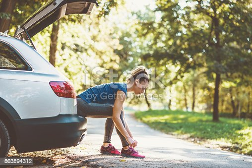 istock Woman getting ready for training 863894312