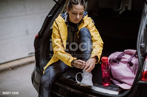 istock Woman getting ready for training 906511846
