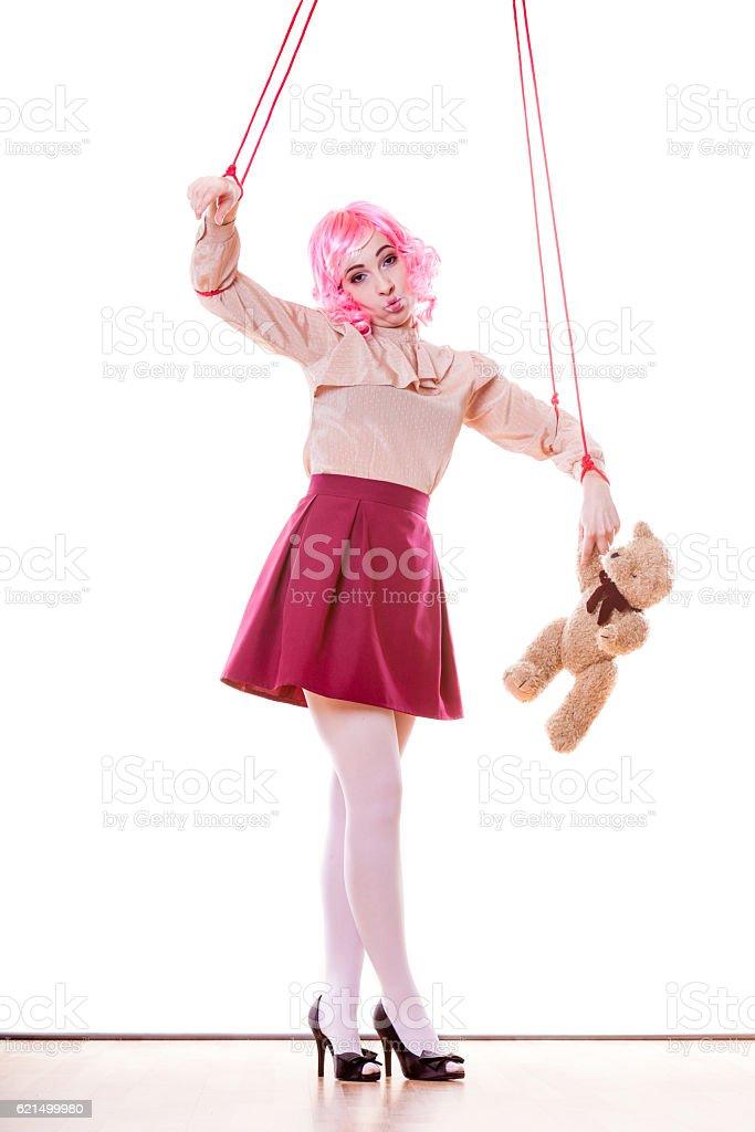 Femme fille stylisées, Marionnette sur une chaîne de marionnettes photo libre de droits