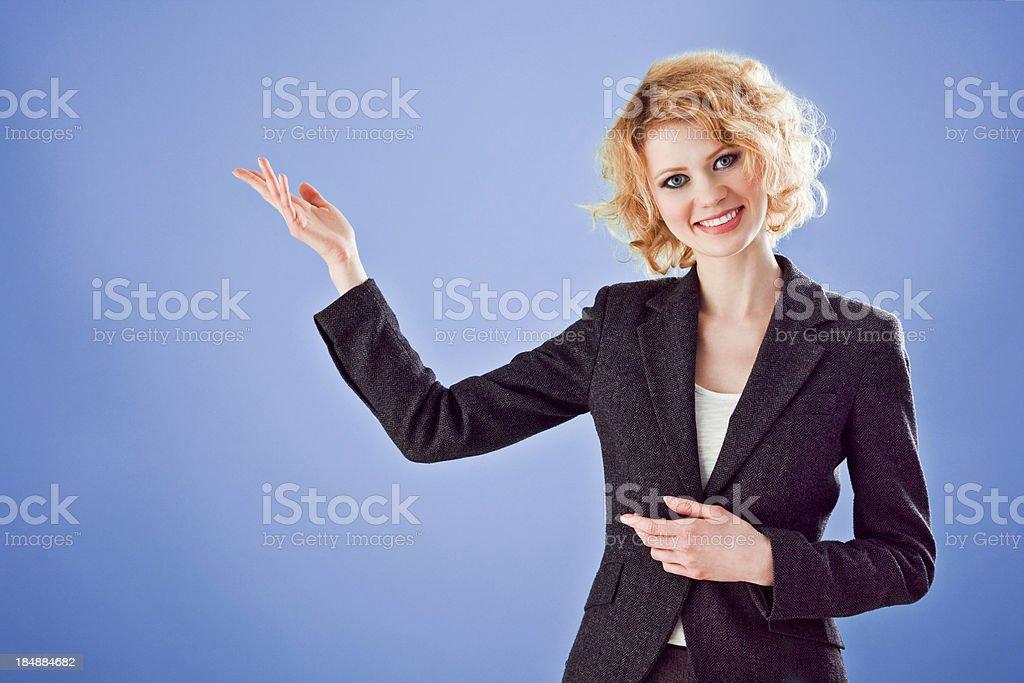 Mulher dando apresentação - foto de acervo
