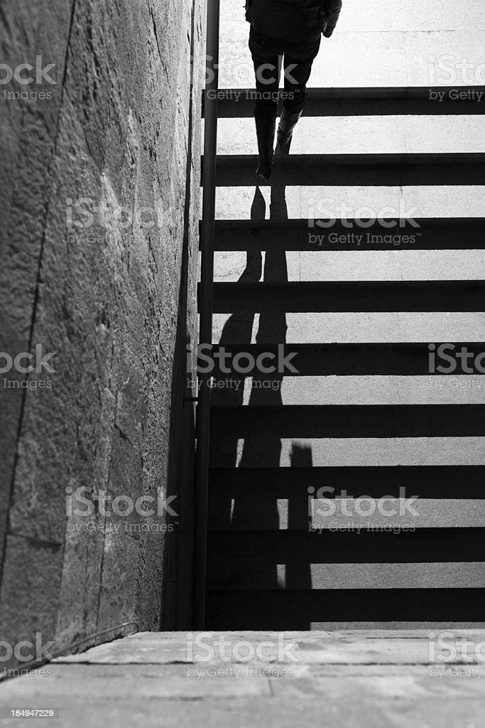 Frau wird von einem tunnel – Foto