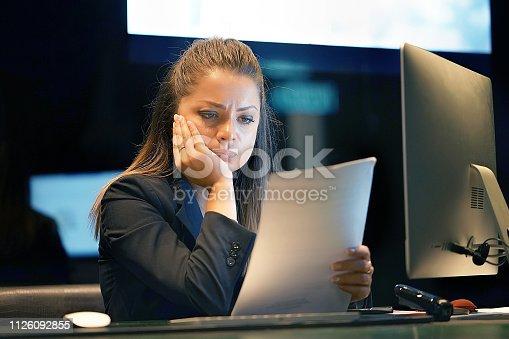 istock woman got a bad letter uvolnenii 1126092855