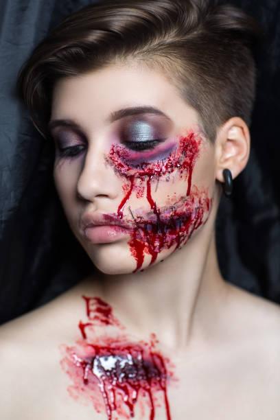 frau halloween horror - vampir schminken frau stock-fotos und bilder