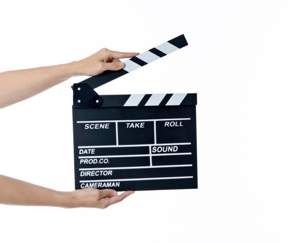 de hand die van de vrouw een film lei op witte achtergrond houdt - hand constructing industry stockfoto's en -beelden