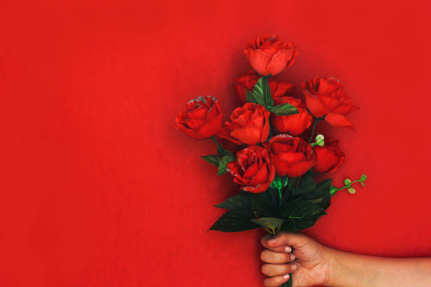 Woman hand holding bouquet of roses flowers picture id1093515342?b=1&k=6&m=1093515342&s=612x612&w=0&h=mqh0q2enxqccscivnognw4c7grmwbj6oj7ui5ntme3c=