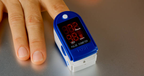 Woman hand introduced in a oximeter to check oxygen levels and pulse Woman hand introduced in a oximeter to check oxygen levels and pulse because Covid-19 pandemic sailing dinghy stock pictures, royalty-free photos & images