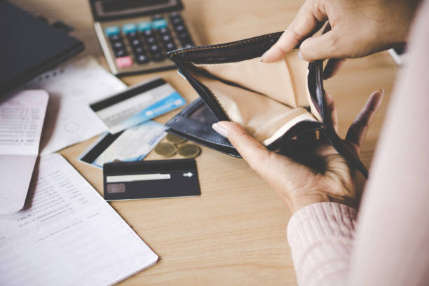 woman hand open empty purse looking for money having problem bankrupt broke poor Asian woman hand open empty purse looking for money having problem  bankrupt broke after credit card payday empty wallet stock pictures, royalty-free photos & images