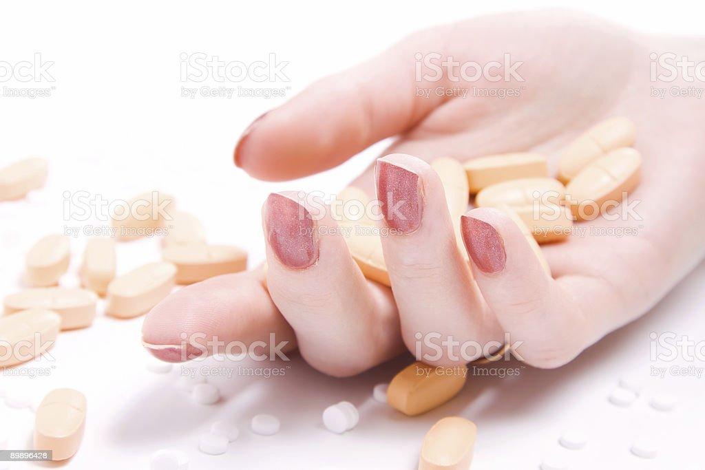 Женщина Рука с много таблеток Стоковые фото Стоковая фотография