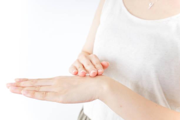 女性 handcare - 人間の手 ストックフォトと画像
