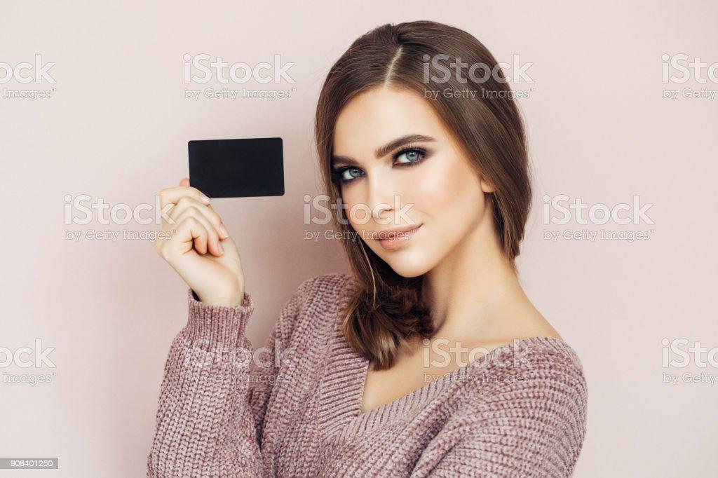 Woman Handing Business Card – zdjęcie