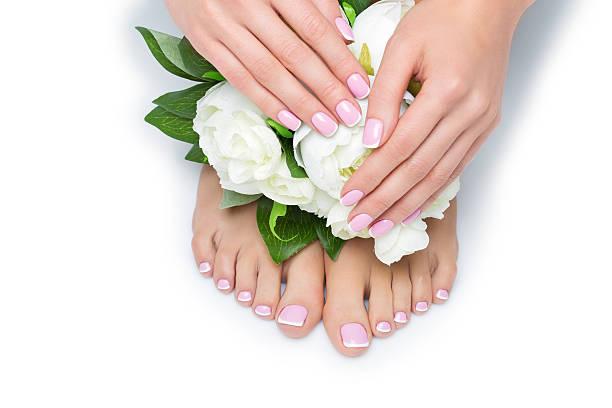 Kobieta dłoni i stóp z Francuski do manicure – zdjęcie