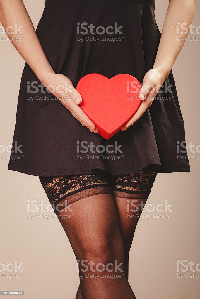 Donna mani tenendo cuore foto stock royalty-free