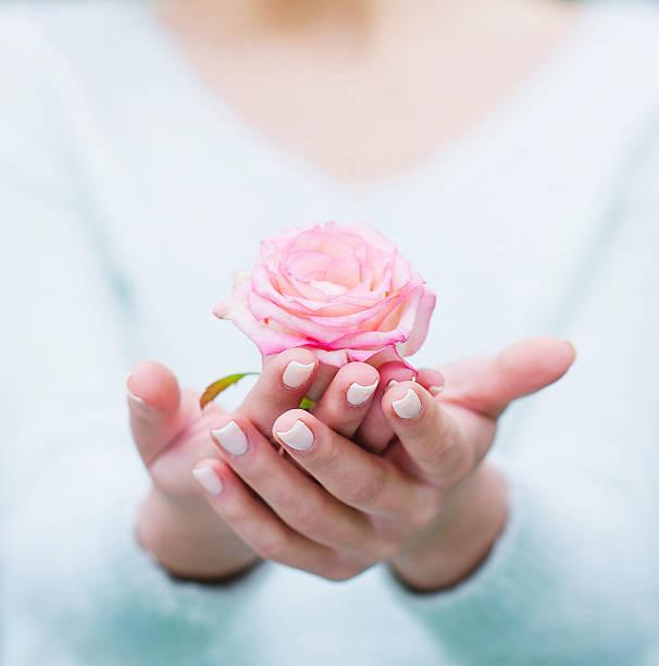 Woman hands holding rose flower picture id530983758?b=1&k=6&m=530983758&s=612x612&w=0&h=vcvijgvhepu2fspce2jaosim4q1j98icq93o6wlnwzk=