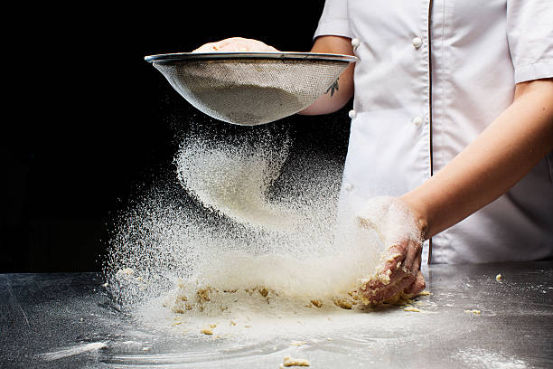 Woman hands kneading dough. – Foto
