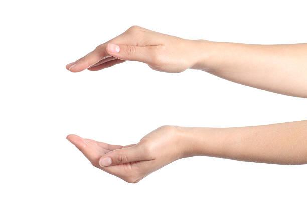 donna mani con un gesto di protezione - mano donna dita unite foto e immagini stock