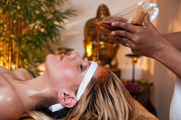 A woman has a soothing Ayurveda massage to her forehead ​​​ foto