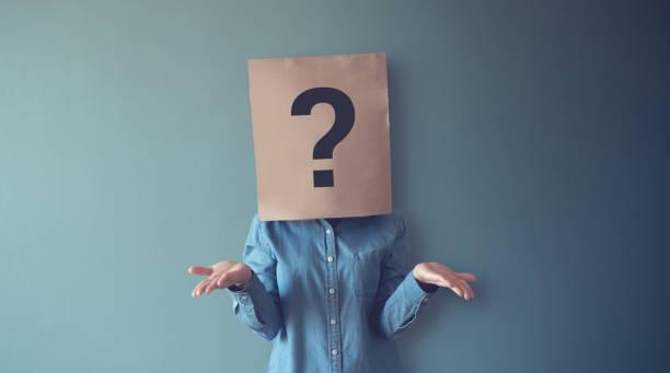 frau hat konfused, thinking, question mark icon on paper bag, copy space. - individualität stock-fotos und bilder