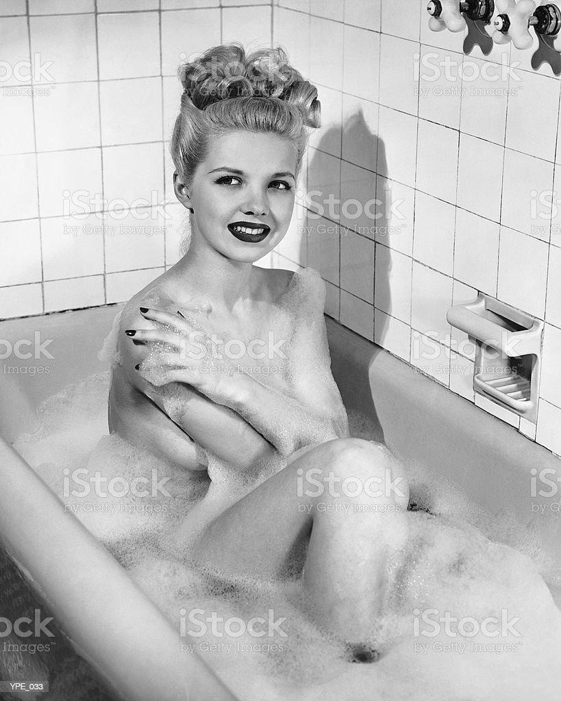 Femme s'bain moussant photo libre de droits