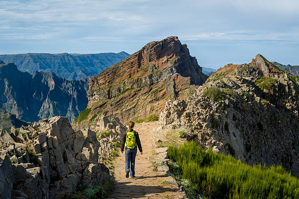 woman hiker with green backpack doing her hike at madeira - ilha da madeira imagens e fotografias de stock
